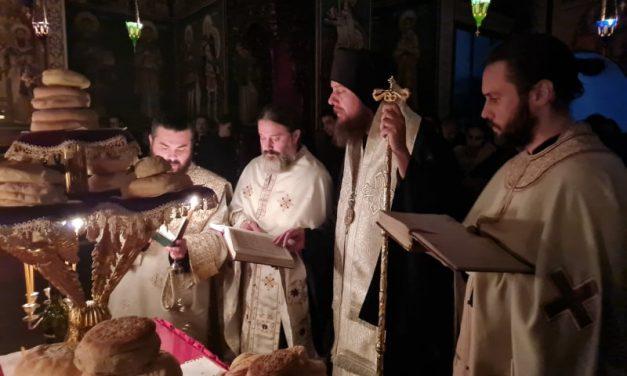 Повечерие со Акатист кон Пресвета Богородица